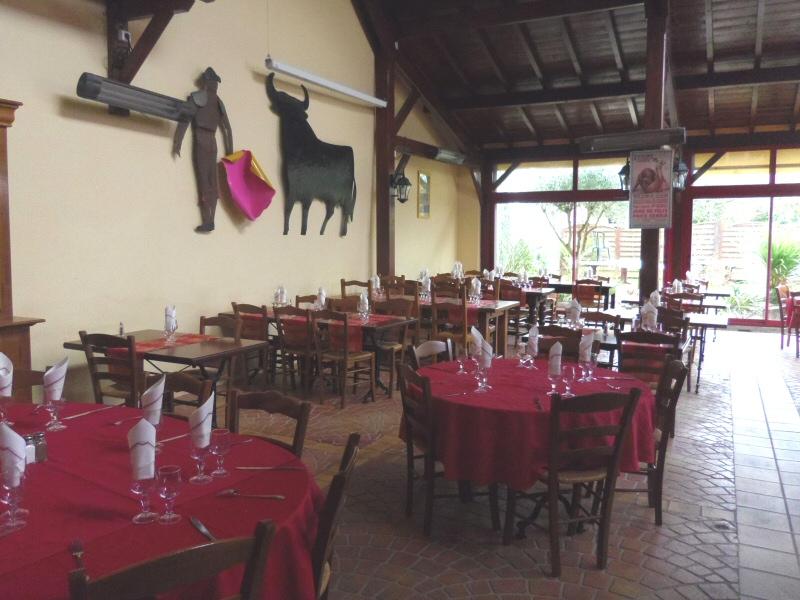 salle du restaurant grill et plancha l'Eskualduna à Albias près de Montauban